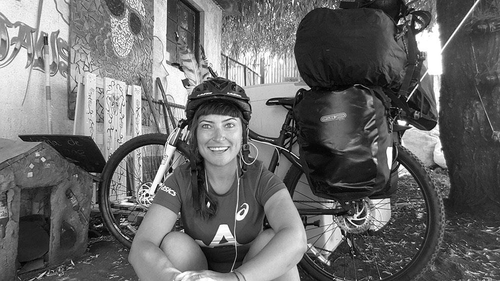 Bisikletli Kadın Gezgin