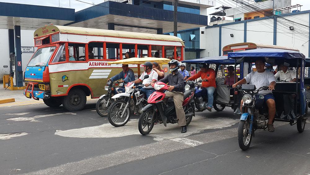 Peru'da şehirlerde ve daha küçük yerleşim yerlerinde ulaşım mototaksilerle yapılıyor.