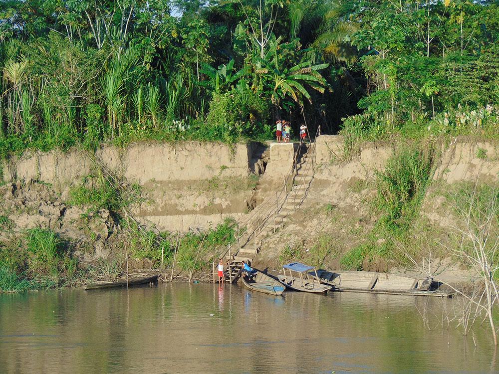Peru Amazonları'nda yaşayan insanlar