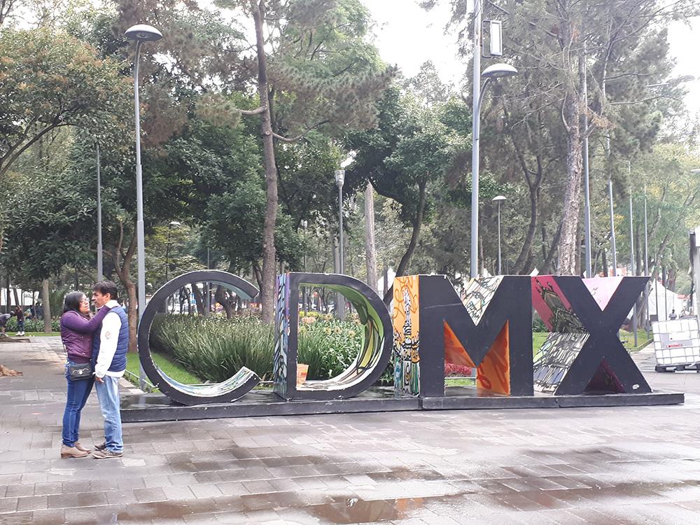 İspanyolca'da Mexico City'nin adı Cuidad de Mexico olarak geçiyor kısaltılmışı ise CDMC